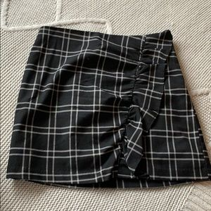 NWOT Abercrombie and Fitch Gray/ black plaid skirt